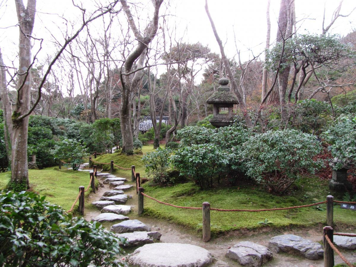 garden path at Ōkōchi Sansō, Kyoto